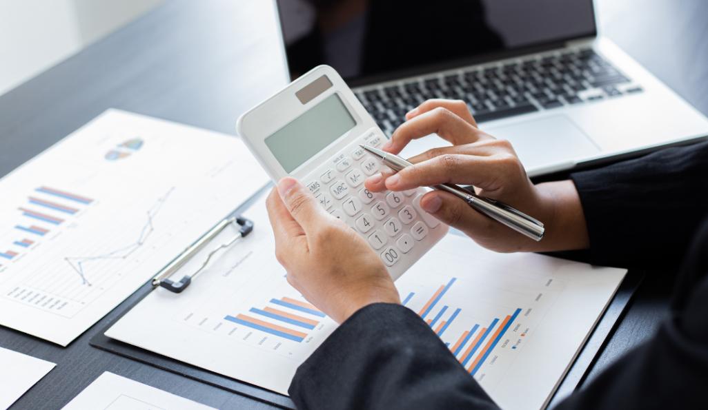 daně, daňové poradenství, daňová evidence, mzdové účetnictví, online účetnictví, je výhodnější být identifikovanou osobou